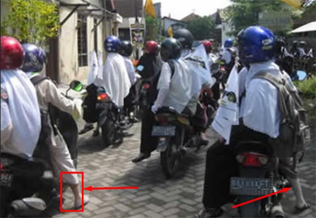 Wahai Ukhti… Aurat, Perhatikan Betismu Saat Naik Motor