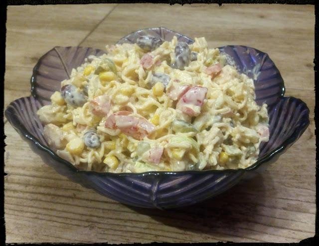 salatka z zupek chinskich salatka z makaronem salatka z fasola czerwona salatka warzywna tresciwa salatka