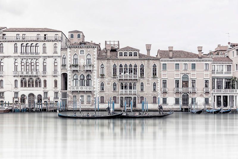 Serenita veneziana: photos by laurent dequick