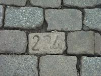 Adoquín numerado en la Place du Jeu de Balle, Bruselas