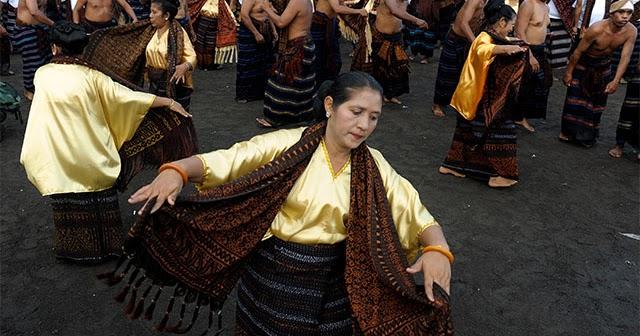 Tari Gawi, Tarian Tradisional Dari Ende, Flores, Provinsi ...
