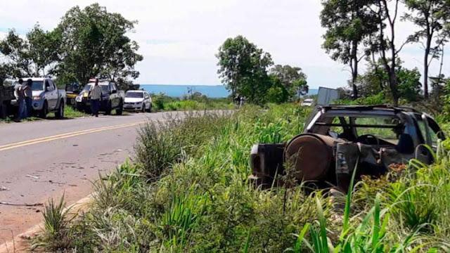 Colisão envolvendo carro e caminhão deixa uma pessoa morta na BR-135
