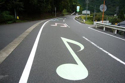 Subhanallah, Jalan Raya Ini Benar-benar Bisa Berbunyi Seperti Musik