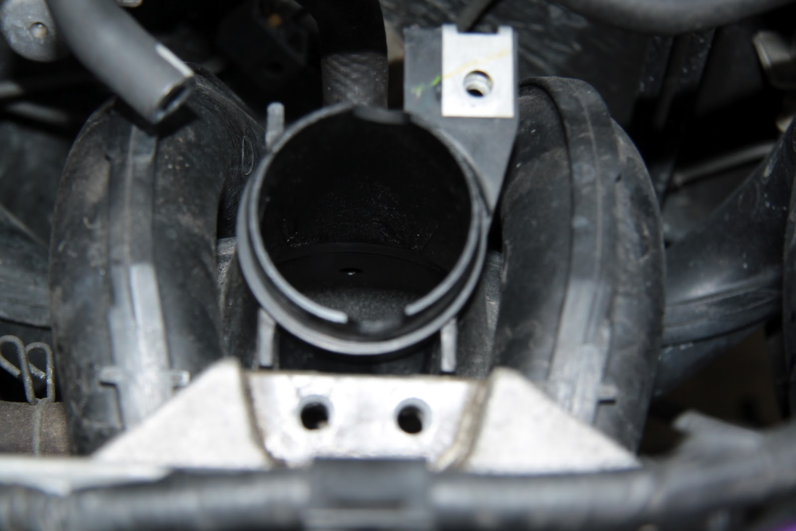 Brunei Compact Tuner: D I Y: Cleaning Engine Throttle Body