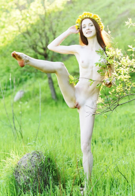 Писи девушек на природе WWW.EROTICAXXX.RU эротика teens photos (18+). Природа и голые письки! Голых моделей фото эротические