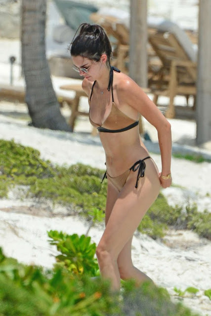Kendall Jenner – Bikini on the beach in Turks and Caicos