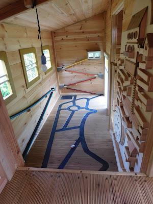 Fára épített ház belső
