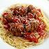 Espaguetti con salsa de tomate y albóndigas