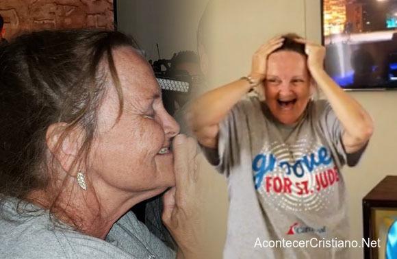 Mujer se sorprende al recibir una casa
