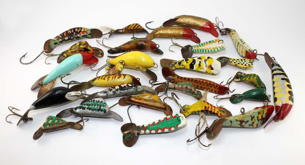 Fishing Lures Made by H J  Atkinson   Chance's Folk Art Fishing Lure
