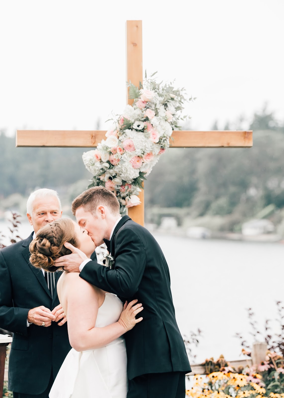 Romantic Tacoma Country and Golf Club Wedding by Seattle Photographer Something Minted