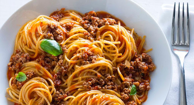 Do you like pasta with tomato sauce or Bolognese?