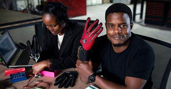 Roy Allela, inventor of Sign-IO gloves