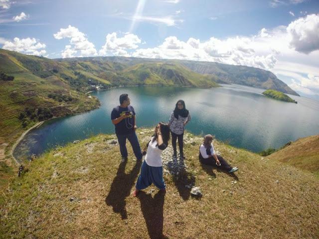 foto pusuk buhit pulau samosir