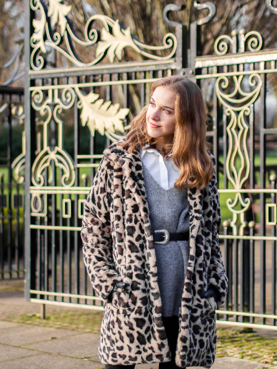 fashion-blogger-winter-outfit-inspiration-leopard-coat-trend