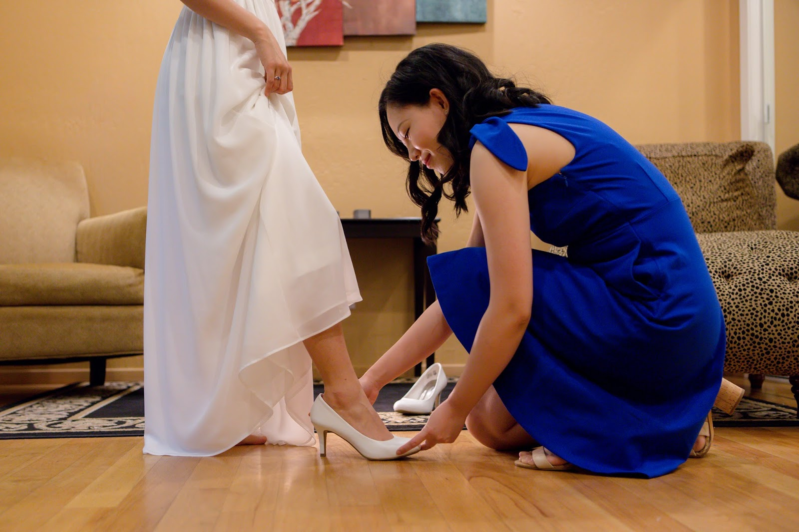 bride and MOH putting on shoes