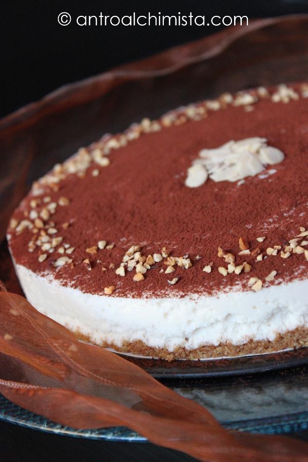 Torta Fredda allo Yogurt con Caffè e Nocciole