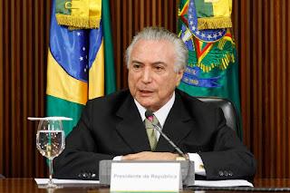'Deus me deu uma missão, que eu ajude a tirar o Brasil da crise', diz presidente Michel Temer
