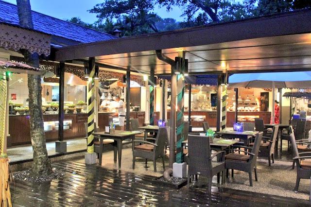 Hidangan Buffet Buka Puasa bertemakan 'Selera Kampung' di Restoran Tepi Laut Makan Street, Shangri-La's Rasa Ria Resort & Spa Kota Kinabalu