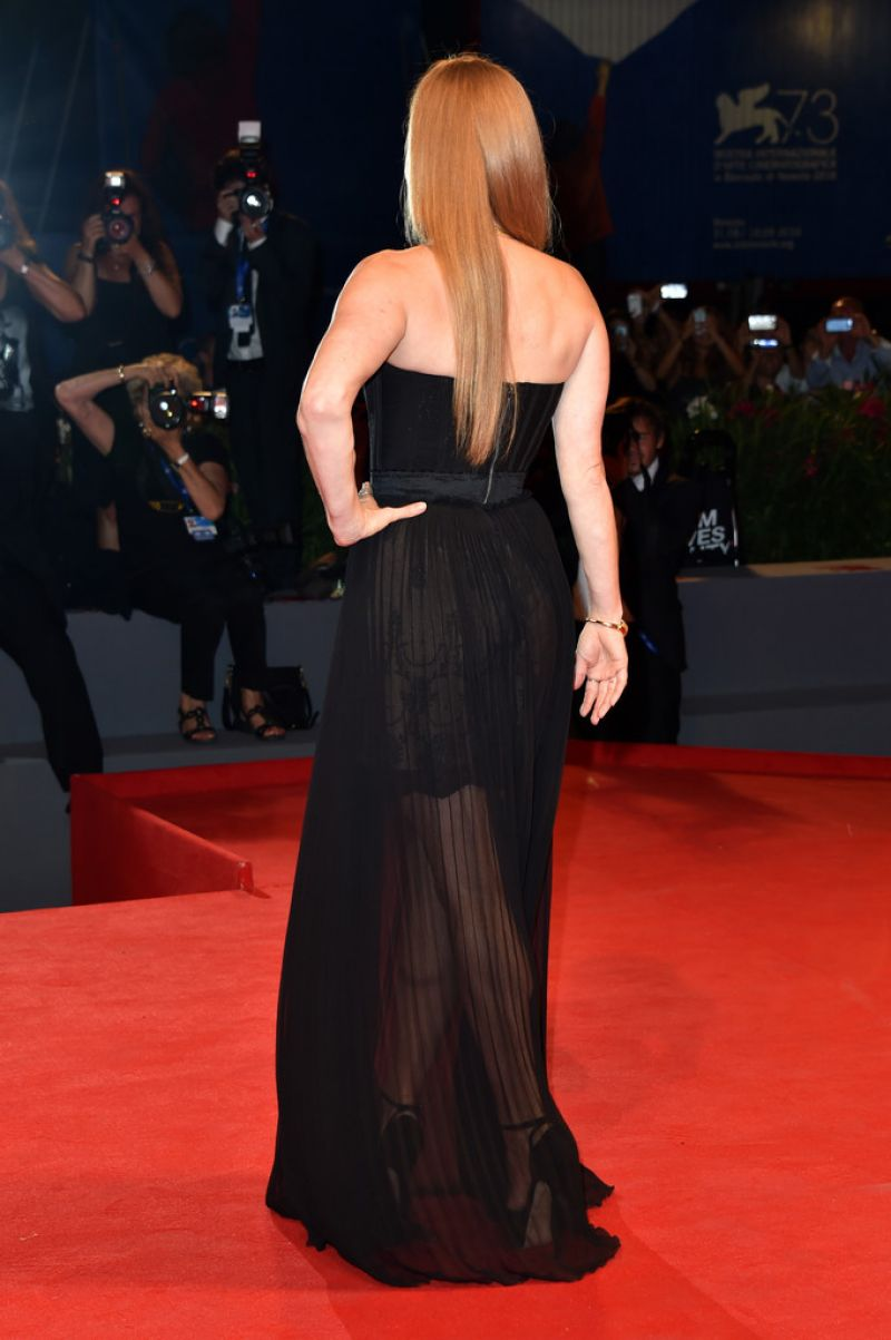 Full HQ Photos of Amy Adams at Arrival Premiere at 2016 Venice Film Festival