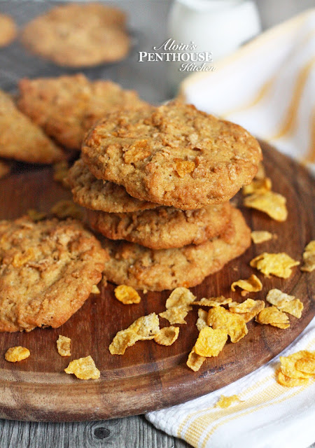 Crunchy Chewy Cornflakes Cookies
