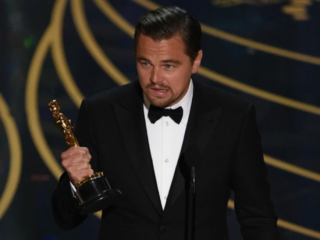 DiCaprio casi olvida su Oscar en un resturante ¡Después de todo lo que tardó en ganárselo!