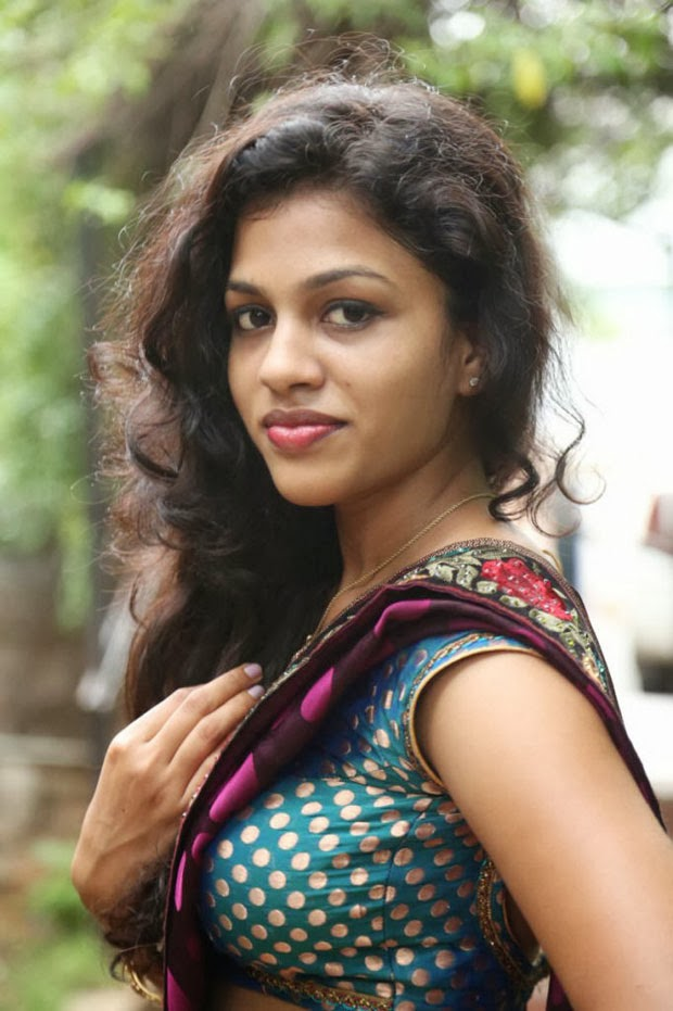 Kerala Mallu Aunty Chaitra Exposing Hot Boob Shape Side -3836