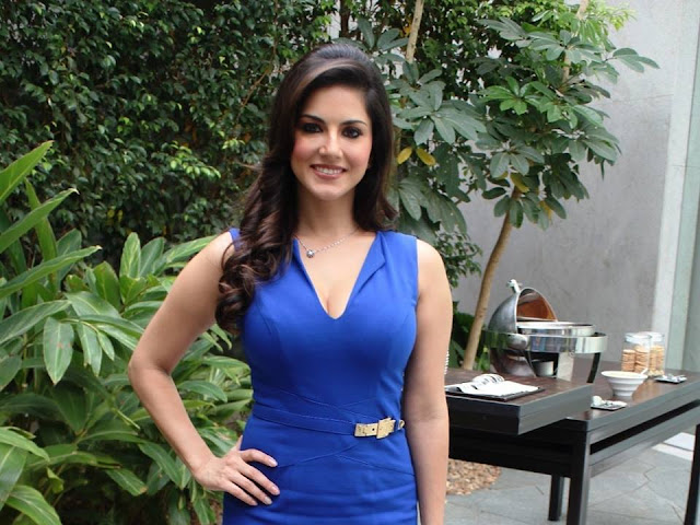 sunny leone spicy cleavage image gallery