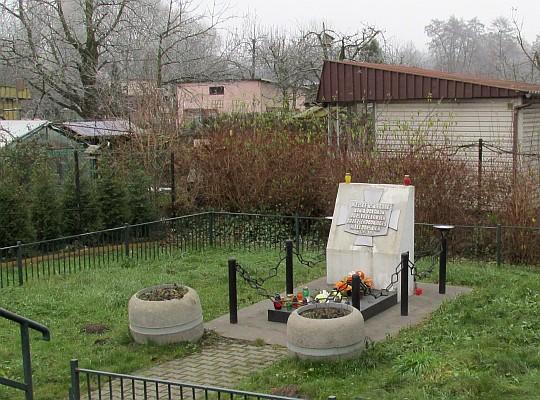 Pomnik upamiętniający pomordowanych przez zbrodniarzy hitlerowskich w 1943 r.