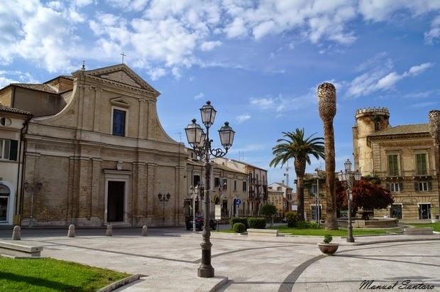 Vasto, piazza Rossetti. Chiesa di San Francesco da Paola