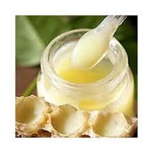 Sữa ong chúa nguyên chất sẽ có màu vàng nhạt