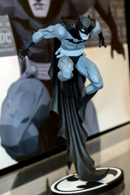 osw.zone Seen on NY Toy Fair 2017: Cool Batman Statues I & # 039; I love to get my hands - Jonathan Matthews Black & White Batman, Batman vs. Harley Quinn