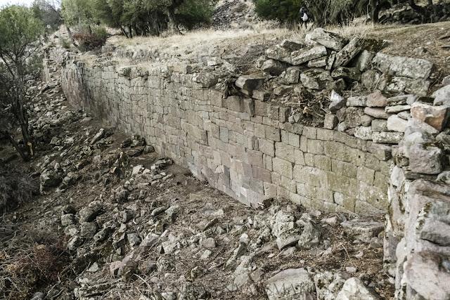 Muro de contención que sujeta el aterrazamiento