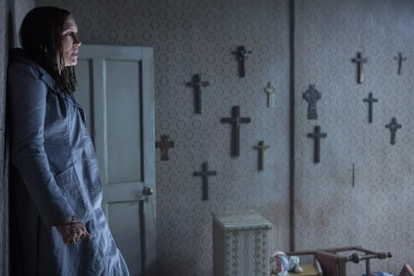 Vera Farmiga em Invocação do Mal 2 'The Conjuring 2' (via Warner Bros.)