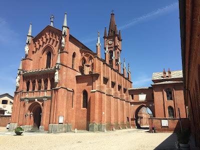 Kirche San Vittorio von außen Albertia
