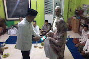 Djaharuddin Sholat Taraweh Berjamaah dan Berbagi di Masjid Baiturrohmah