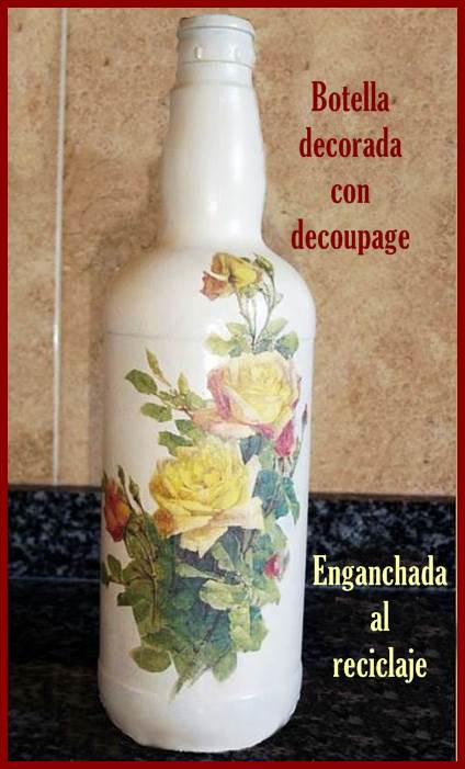 Botella reciclada decorada con decoupage