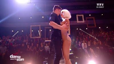 Loic Nottet et Denitsa qui dansent sur Chandelier