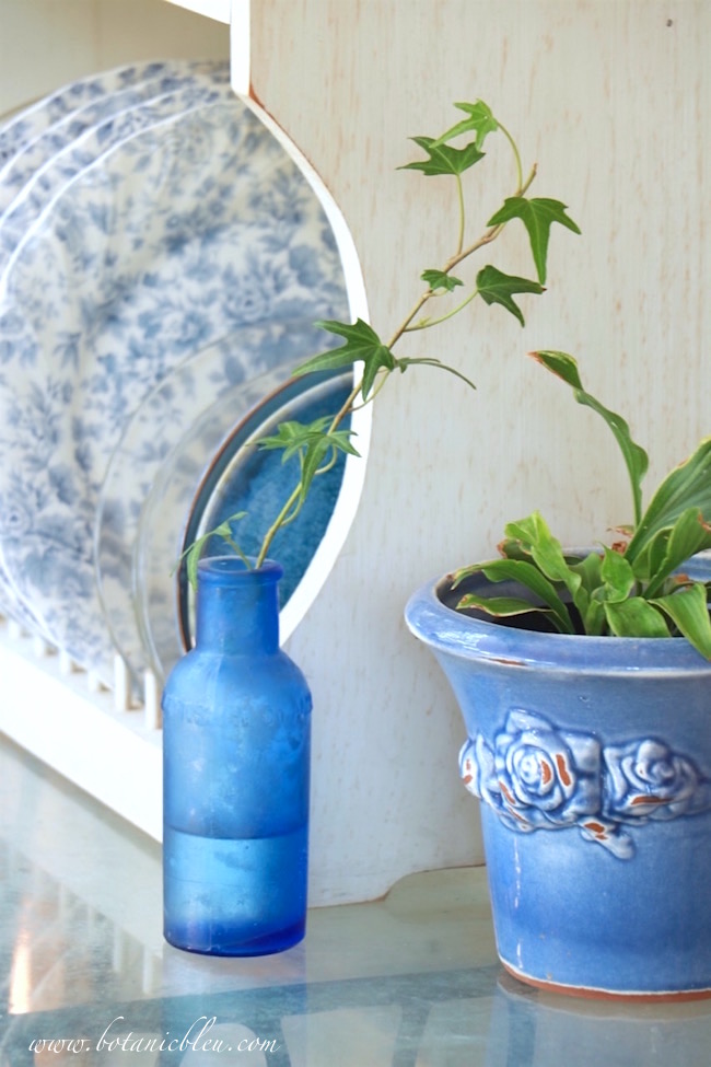 blue-ceramic-french-style-flower-pot