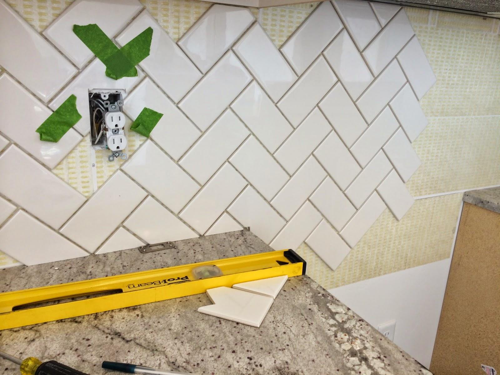 Herringbone Backsplash HousewifeHostess - 45 degree herringbone tile pattern
