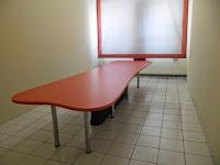 Interior Ruang Meeting - Meja Rapat Kaki Stainless Warna Oranye