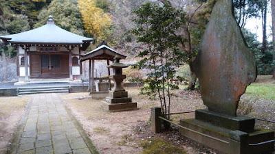蓮生寺の別所薬師堂 境内