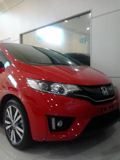 Mobil Honda Jaz Warna Merah Di Showroom Mobil Honda