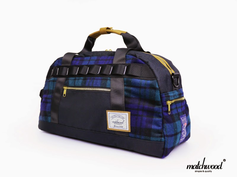 The bag is equipped with a diagonal strap and a detachable decompression  back pad (slip resistant material on the back) for carrying 3bc7069e4bece