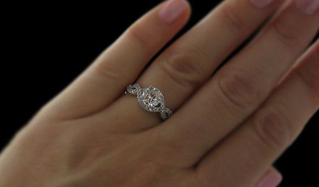 """493bfc384ed8 Seguramente te has preguntado ¿Por qué el anillo de compromiso va en ese  dedo . El dedo anular es conocido como """"El dedo del anillo"""""""
