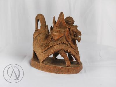 Divka Antik menjual barang antik, unik, kuno, langka, dan barang seni seperti Patung Barong