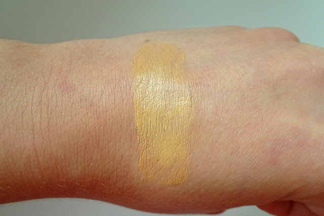 swatch podkładu 206 sand beige aa wings od color ideal match