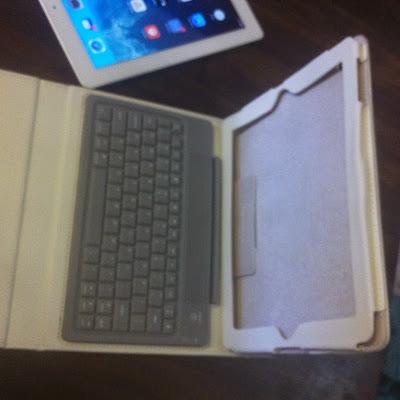 I PAD Θήκη δερμάτινη λευκή με πληκτρολόγιο Bluetooth