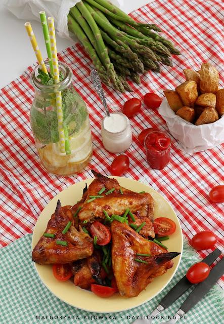 przepis na pieczone skrzydełka, jak upiec skrzydełka, jak zrobić skrzydełka z grilla, sprawdzony przepis na marynatę do mięs na grilla, daylicooking, piknikowe dania