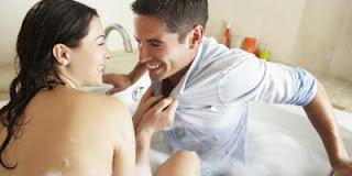 Manfaat Mandi Berdua Suami setelah Bercinta